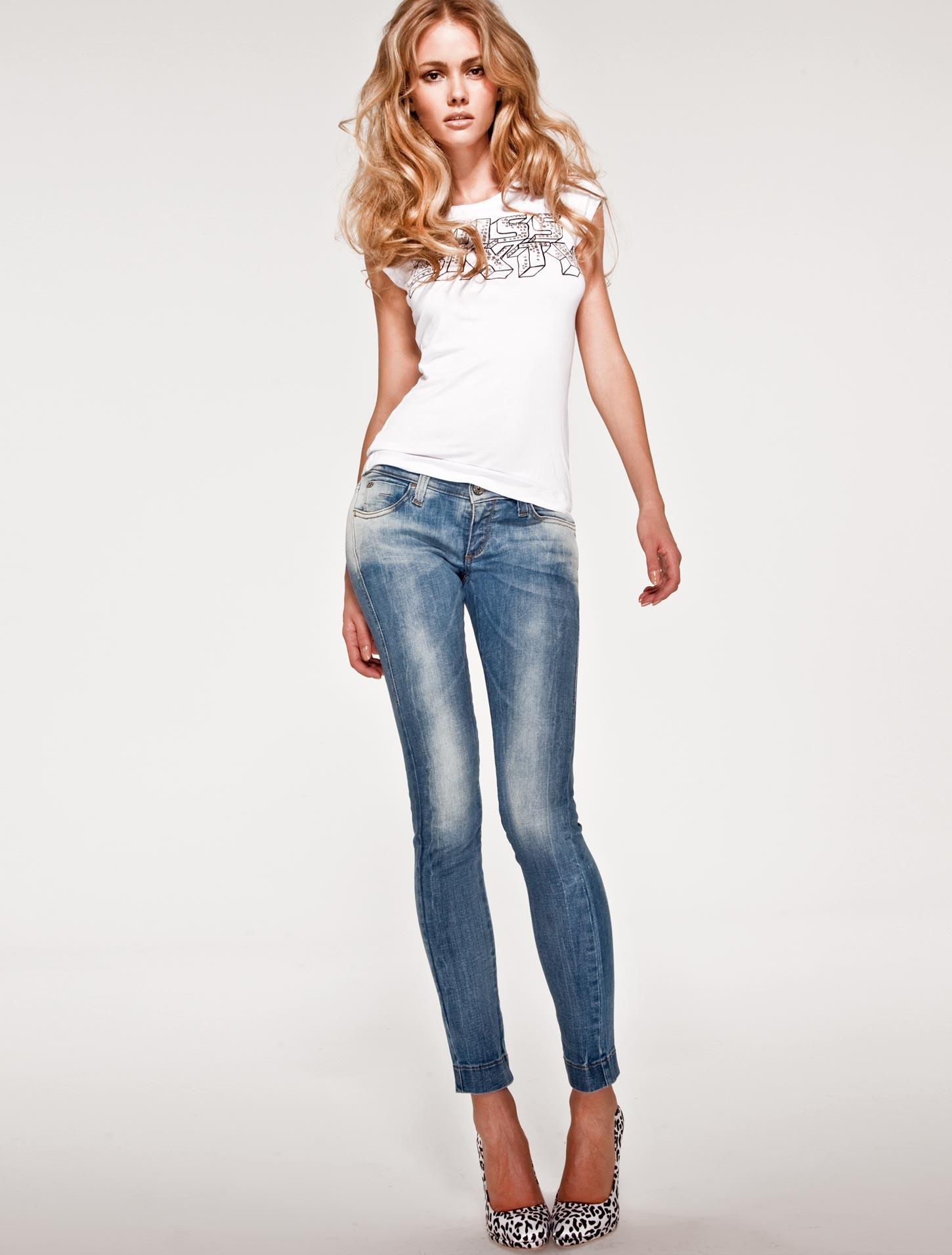 Смотреть онлайн жену в джинсах 17 фотография